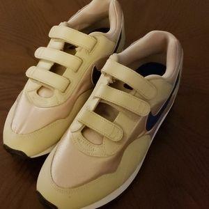 women's gold nike sneakers
